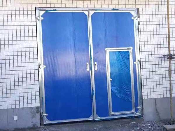 小型墙面平开门