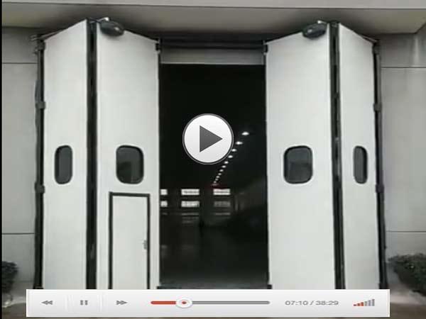 大型折叠工业门视频演示
