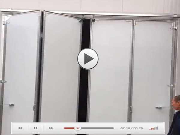 电动折叠工业门视频演示