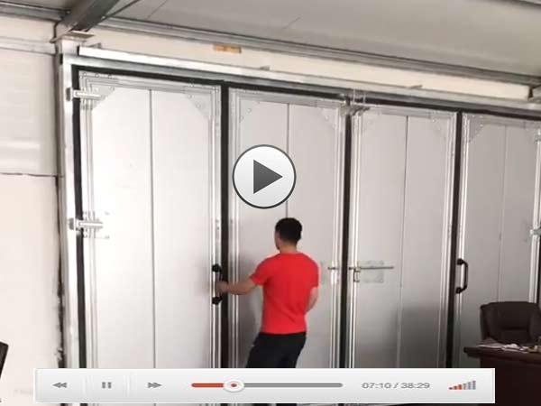 手动折叠工业门视频演示
