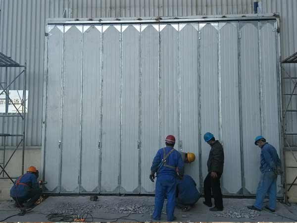多扇手动工业折叠门